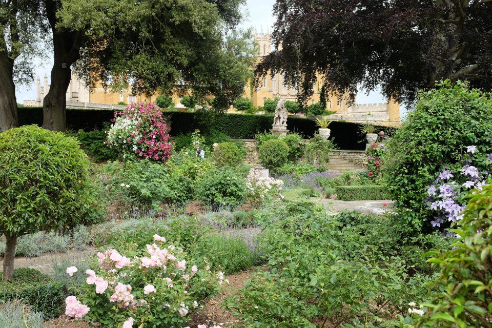 Garden tour Belvoir 3